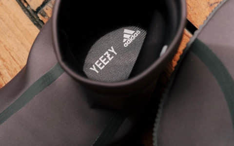 "Adidas YeezyScuba""忍者鞋""最新实物图曝光!鞋底薄得像纸!"