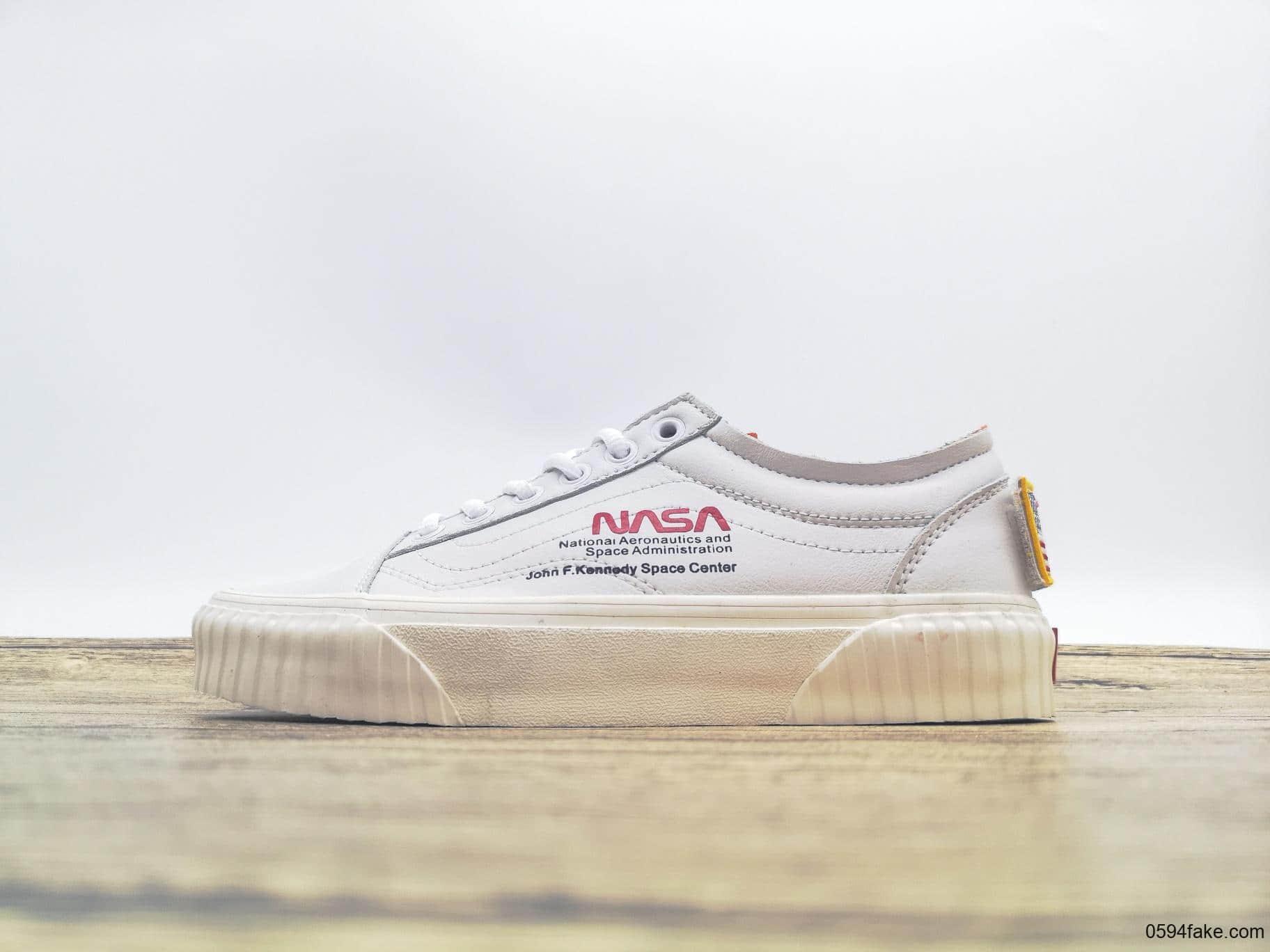 万斯NASA x Vans Old Skool跨界联名美国宇航员航天局纯原版本魔术贴搭配美国星条旗刺绣帆布鞋 货号:VN0A38G1UP9