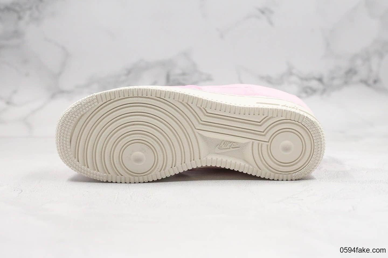 耐克Nike Air Force 1 ´07 Premium纯原版本低帮空军一号丝绒粉色内置气垫原档案数据开发真丝绒打造 货号:AT4144-600
