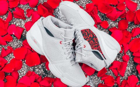 "罗斯战靴adidas D Rose 1 ""Roses""下周发售!吸睛玫瑰图案! 货号:FV8057"