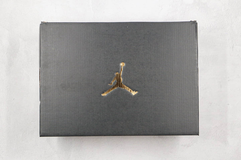 乔丹Air Jordan Mid纯原版本中帮AJ1新灰白黑勾磨砂灰配色正确后跟定型 货号:852542-002