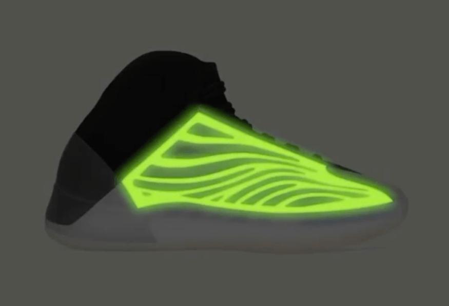 侃爷的椰子篮球鞋又有新配色了!还是夜光设计!