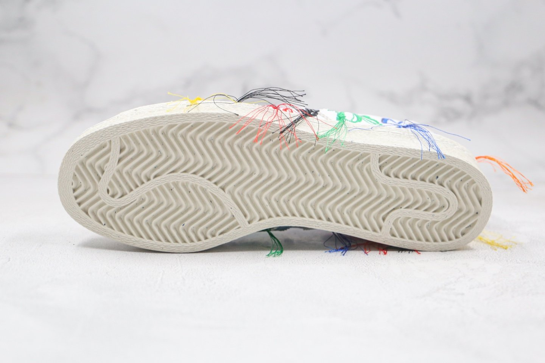 阿迪达斯adidas Originals x Sean Wotherspoon联名款纯原版本三叶草贝壳头刺绣毛边五彩花朵流苏板鞋原鞋开模 货号:FZ4724