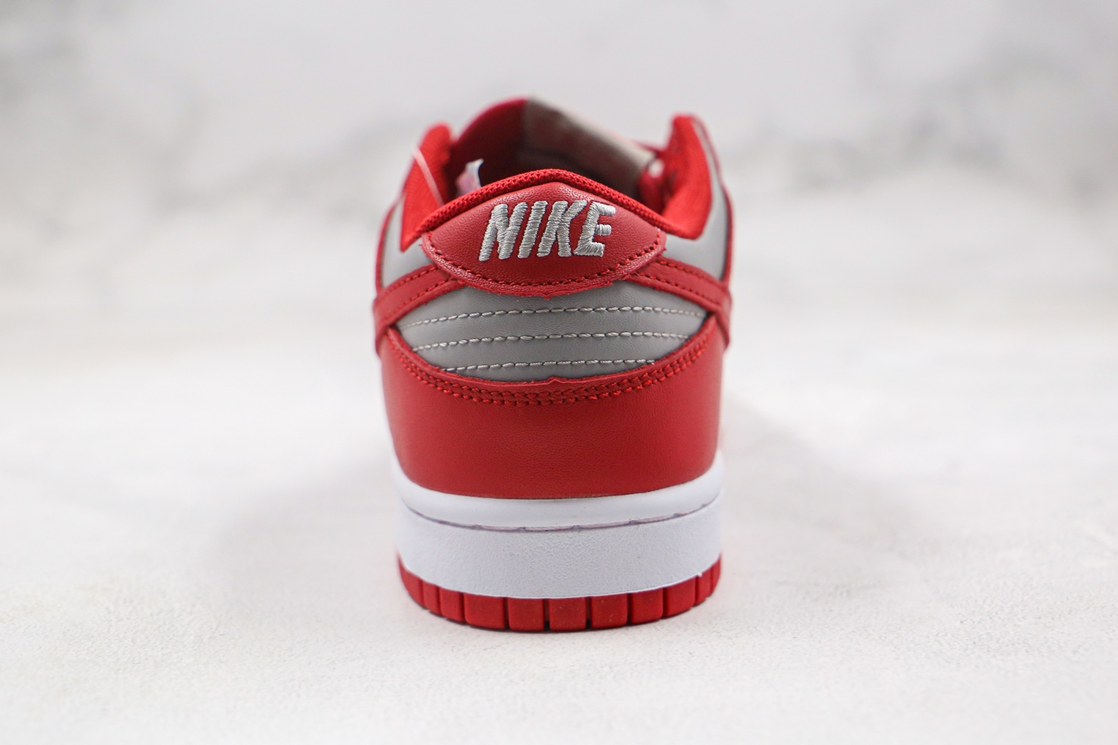 耐克Nike SB Dunk Low纯原版本低帮SB DUNK灰红色板鞋内置气垫原盒原标 货号:DD1301-002