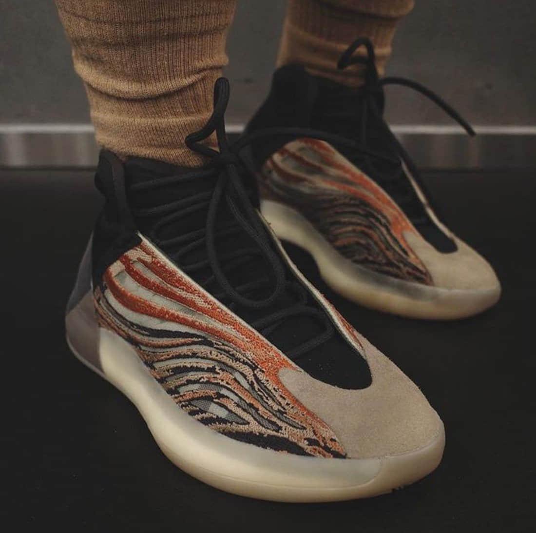 侃爷Yeezy篮球鞋又有新配色!复古潮流!