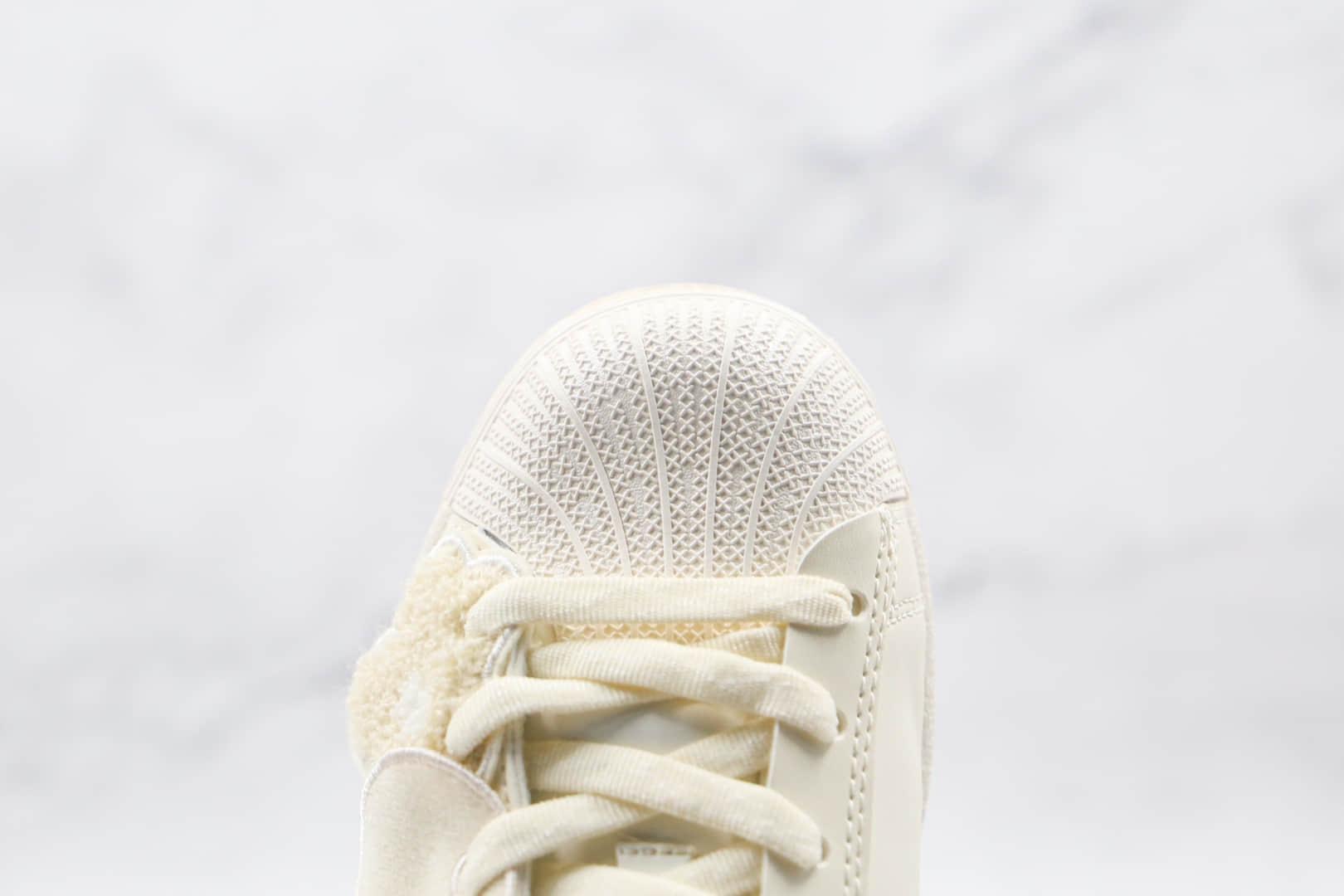 阿迪达斯Adidas Originals Superstar Bee With You x Melting Sadness纯原版本三叶草贝壳头米白色情人节限定板鞋原档案数据开发 货号:GZ2674