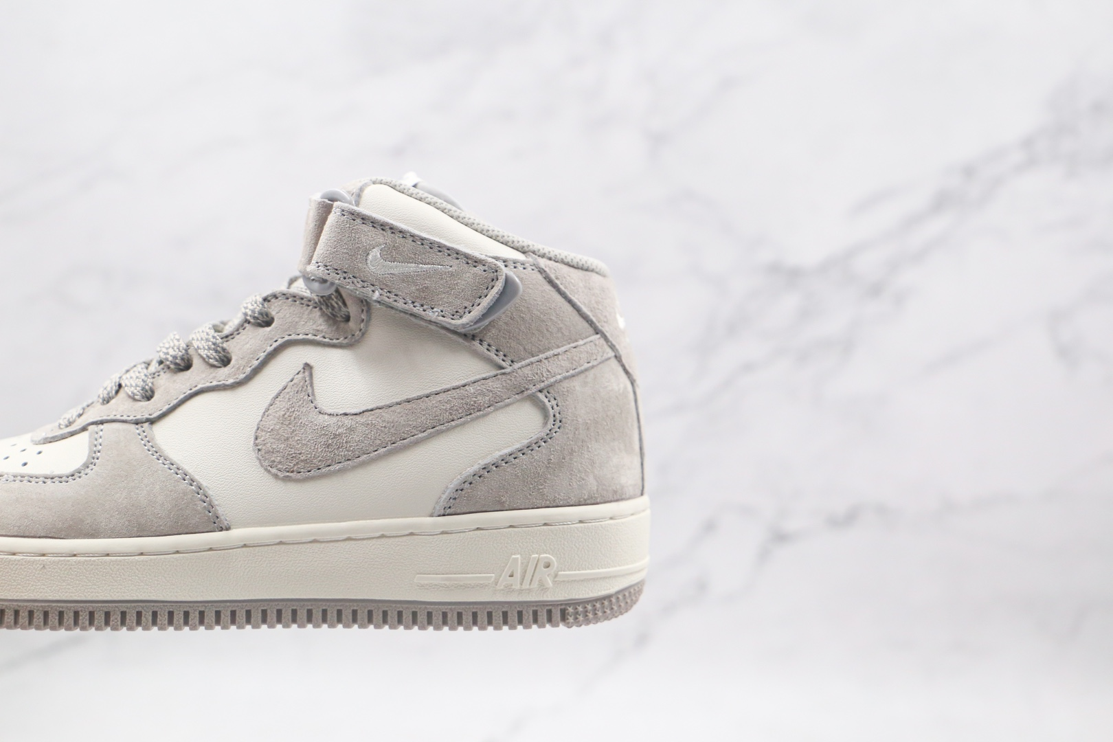 耐克Nike Air Force 1 07 MID纯原版本中帮空军一号灰白色鞋带反光板鞋内置Sole气垫 货号:CQ3866-015