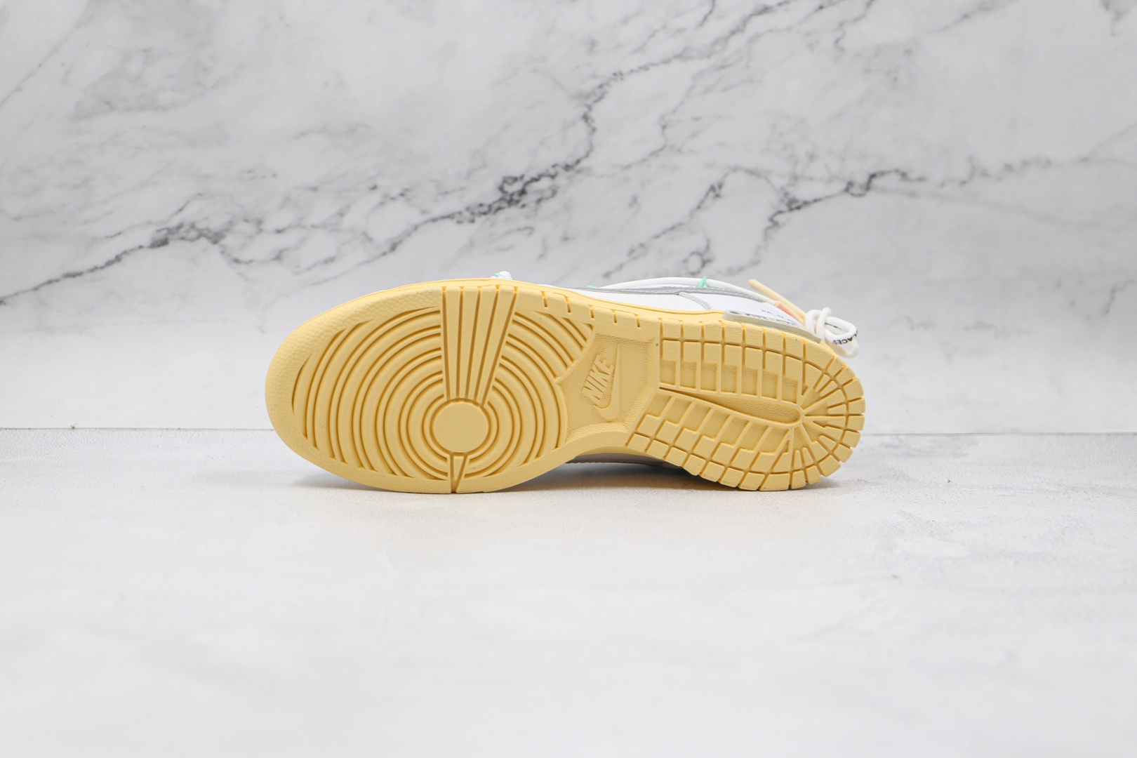 耐克Nike SB DUNK x OFF-WHITE联名款纯原版本低帮SB DUNK白银色板鞋原盒原标 货号:DM1602-127