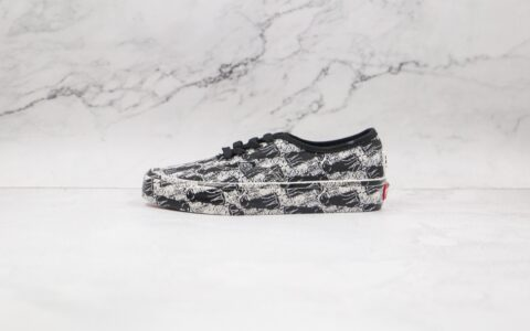 万斯Vans Authentic x Opening Ceremony联名款公司级版本低帮黑豹满印硫化板鞋原楦头纸板打造 货号:VN0A348A43M