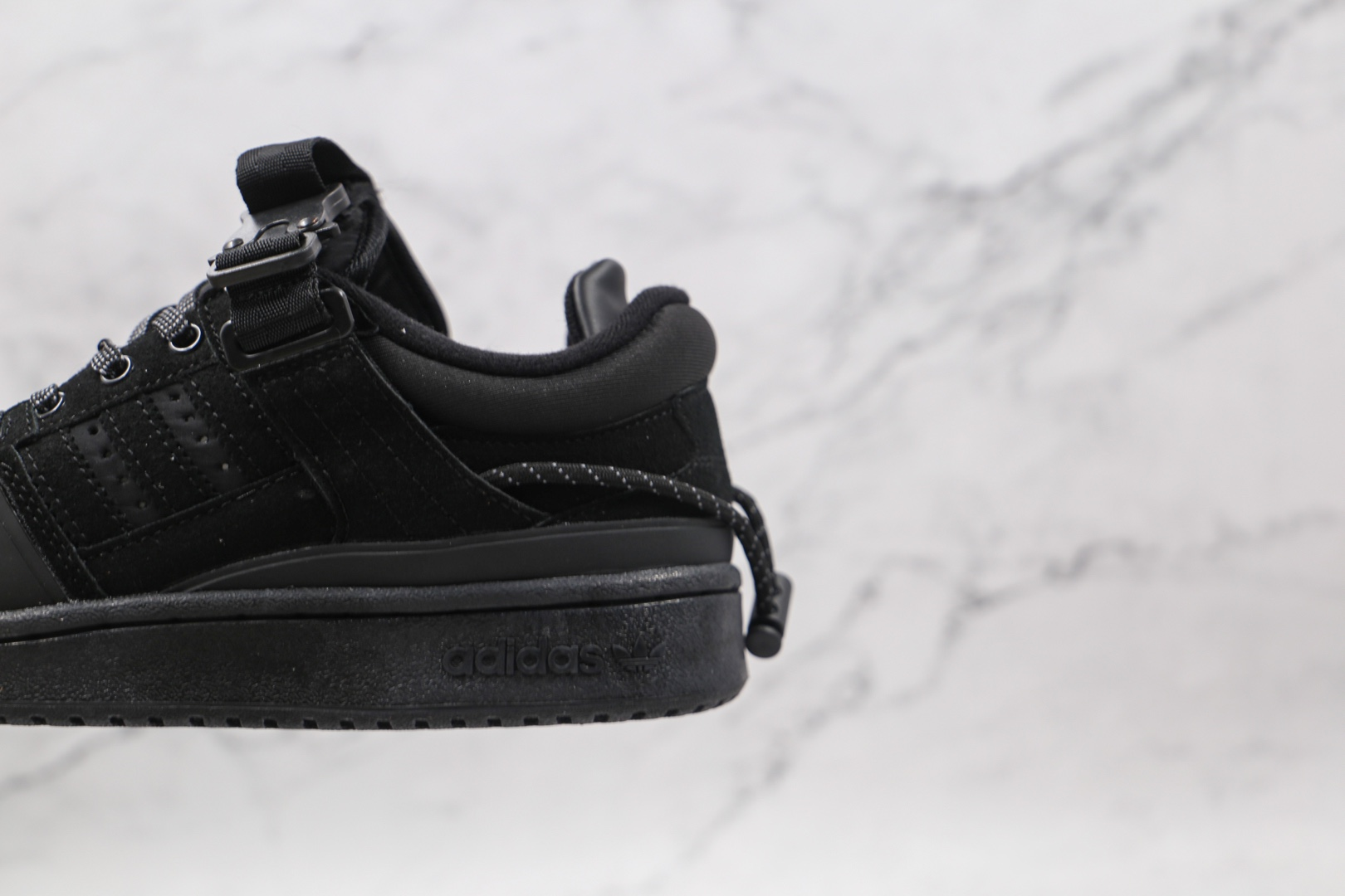 阿迪达斯adidas Forum Buckle Low x Bad Bunny联名款纯原版本低帮黑色复古板鞋内置气垫 货号:GW0267
