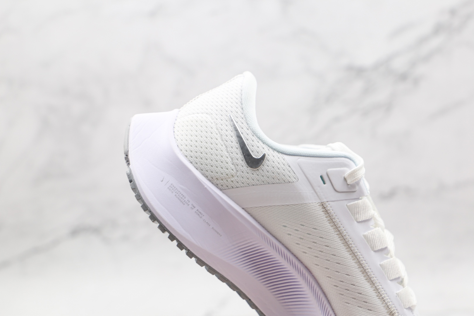 耐克Nike Air Zoom Pegasus 38纯原版本登月38代白银色慢跑鞋原楦头纸板打造 货号:CW7358-100