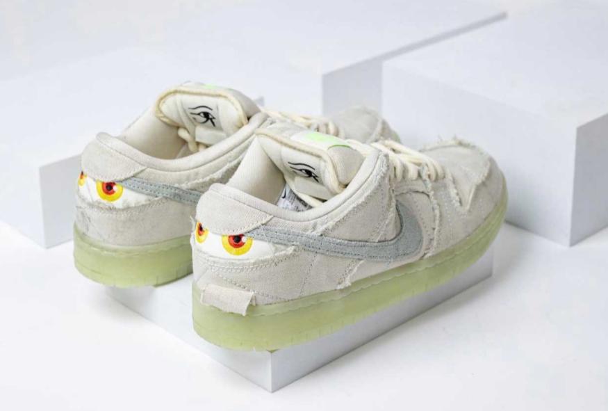 """夜光效果超酷炫!Nike SB Dunk""""木乃伊""""最新实物上脚图释出! 货号:DM0774-111"""