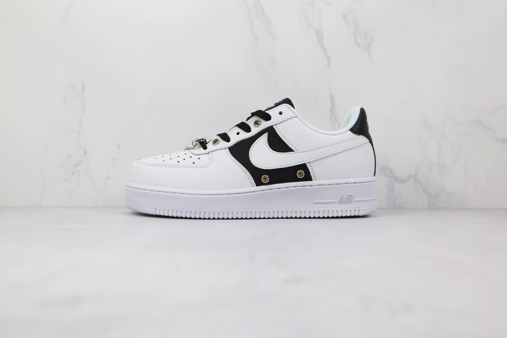 耐克Nike Air Force 1 Low '07纯原版本低帮空军一号白黑色金属银牌板鞋原楦头纸板打造 货号:DA8571-100